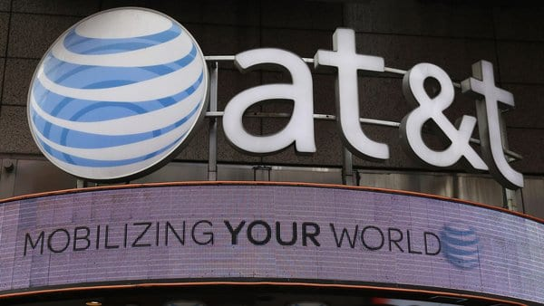 AT&T defends unlimited data throttling, says the FTC can't stop it