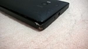 Lumia 930 survives the impact after being dropped on the highway at 100 Km/h (62 miles per hour)