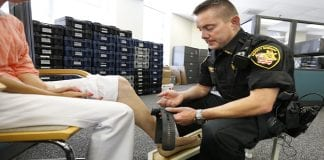 Security researcher finds a way to disable house arrest ankle bracelet