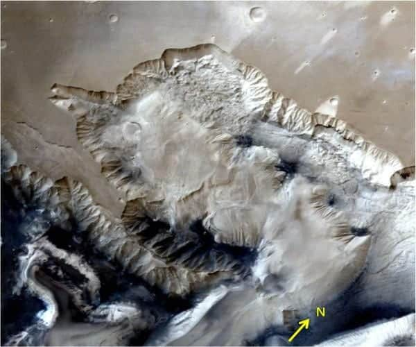 India's Mars orbiter sends stunning 3D images of the largest known canyon in the solar system
