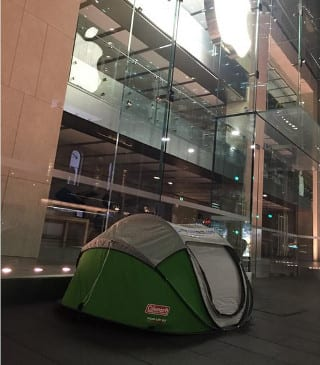 Day before launch Fan camps out side Apple Store to lay his hands on iPhone 6s