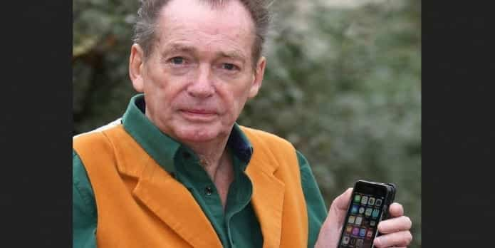 Apple to pay $3,000 in damages for erasing loving memories and contacts of this old man