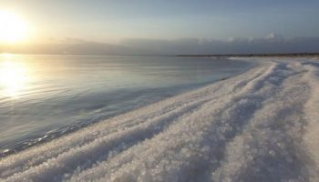 Scientists reveal shockwave method to desalinate salt from seawater