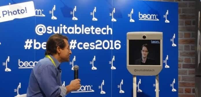 Snowden wows CES 2016 crowd disguised as Robot
