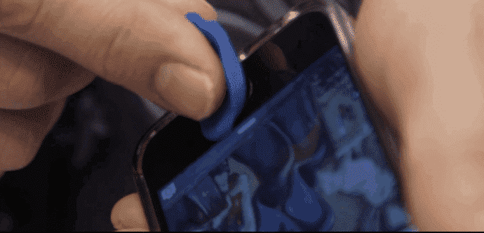 iPhone fingerprint sensor hacked with a finger made of clay at MWC 2016
