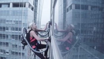 Climber uses a LG vacuum cleaner to scale 140m building