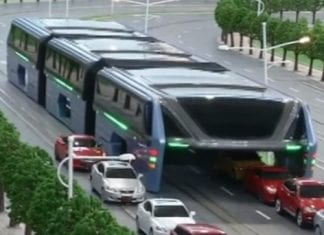 "China's futuristic ""Land Airbus"" to straddle roads by the end of the year"