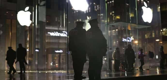 Theives dressed as Apple employees steal iPhones worth $16,130 from NYC stores