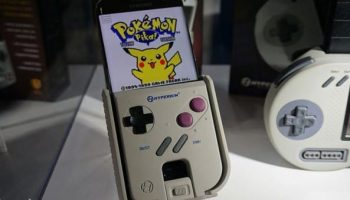 Hyperkin's Smart Boy Case Turns Your Android Smartphone Into A Game Boy Slot