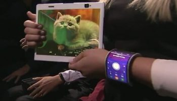 Lenovo displays a bendable smartphone for your wrist