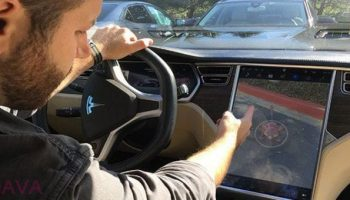 Man claims he can play 'Pokémon Go' with his Tesla S Electric car and its a hoax
