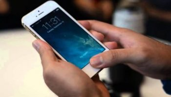 Police Steal Criminal's iPhone and Keep Swiping Through Screens to Avoid Locking