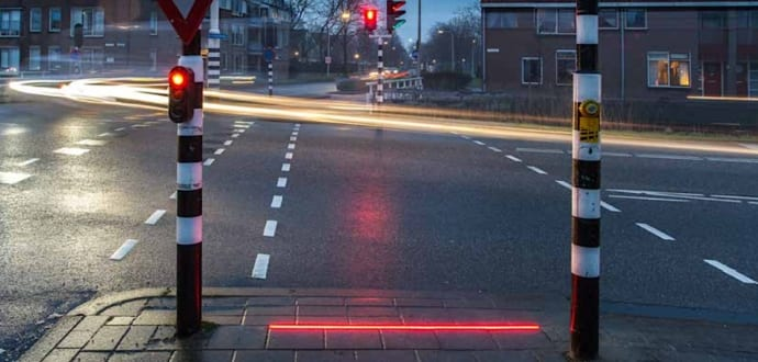 Special traffic lights to alert smartphone addicts being tested by Dutch authorities