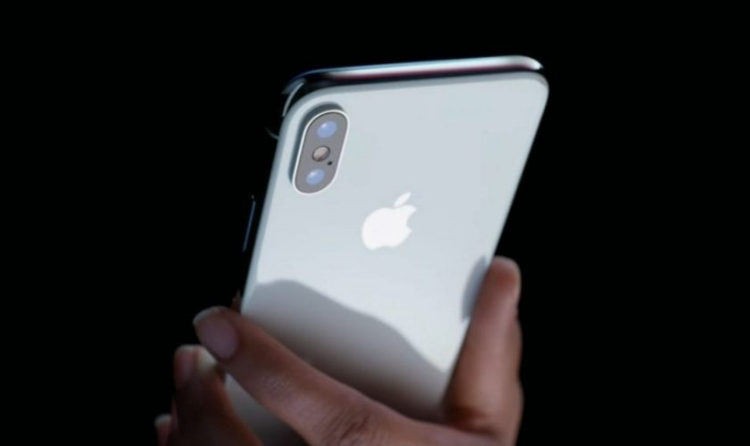 iPhone apps can secretly take your photos or videos at any time without you knowing
