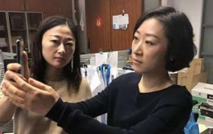 Apple's iPhone X Face ID Unable To Differentiate Between Two Chinese Woman