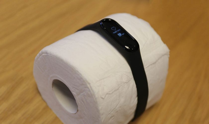 Xiaomi's fitness tracker is detecting a heartbeat from a roll of toilet paper
