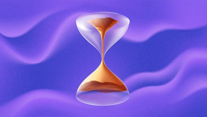 "Scientists create a ""time machine"" that reverses flow of time"